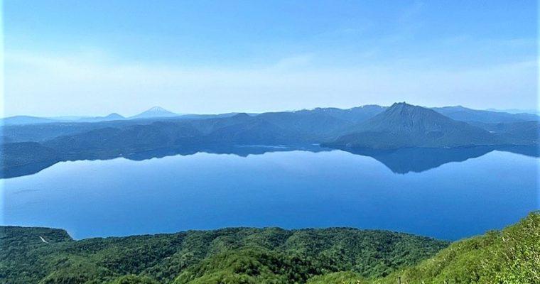風不死岳山頂から支笏湖ブルー